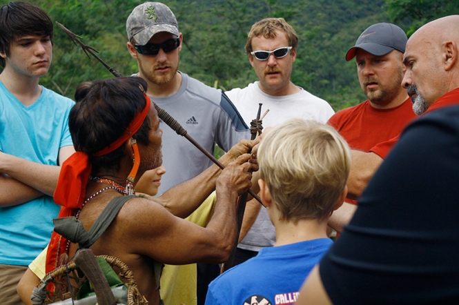 The group learning about how the Bugkalot hunted and what weapons they used